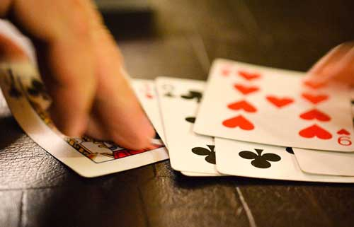 Poker, un art ou la tromperie et le bluff sont les rois