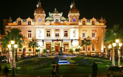 Monaco : casino, palace et voiture de luxe avec chauffeur